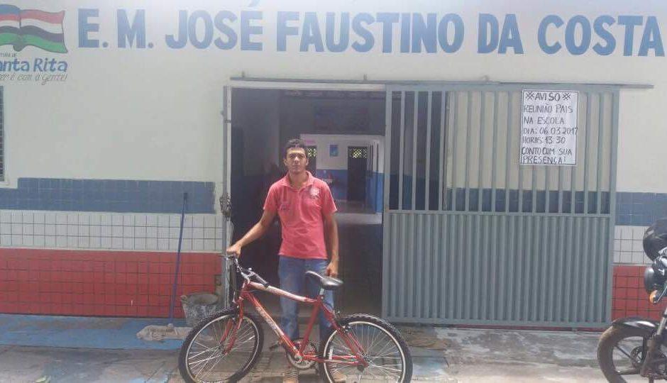 Em Santa Rita, estudantes com melhores notas ganham bicicletas