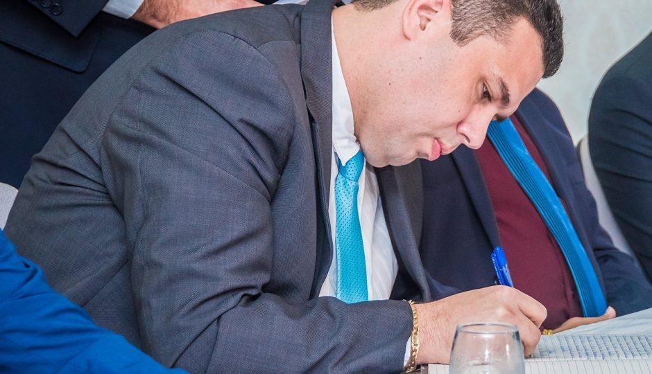Fábio Macedo permanece em silêncio sobre contrato da Seduc com a Clasi