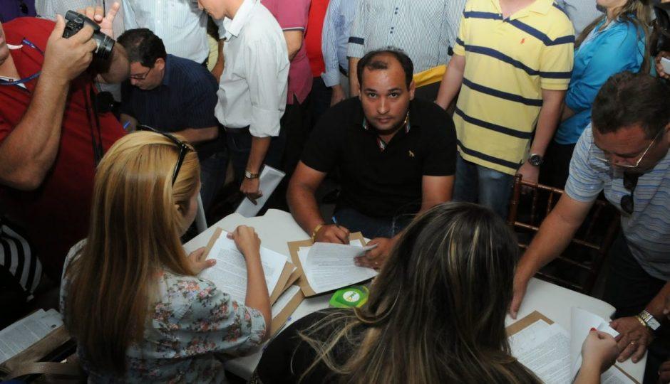 Desembargador manda Câmara afastar Rodrigo Oliveira da prefeitura