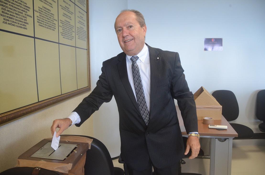 Dino despreza mais votado na lista tríplice e nomeia para comando da PGJ procurador que teve contrato com o governo