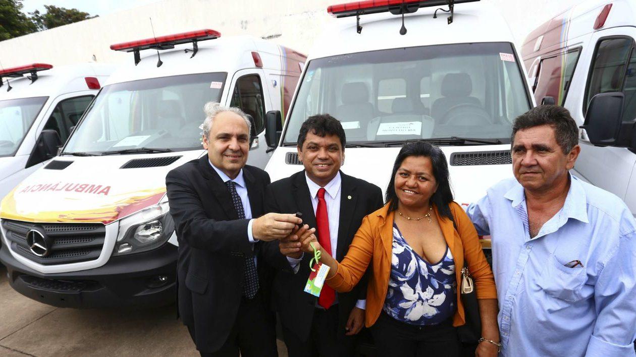 Marcelo Tavares também faz promoção pessoal com recursos da Saúde