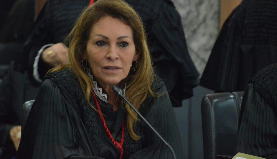 Nelma derruba cautelar que suspendia contratos de prefeituras com escritório
