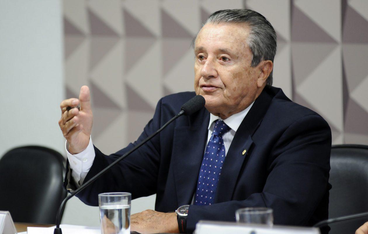 Zé Reinaldo defende redução dos impostos que elevam preço do combustível