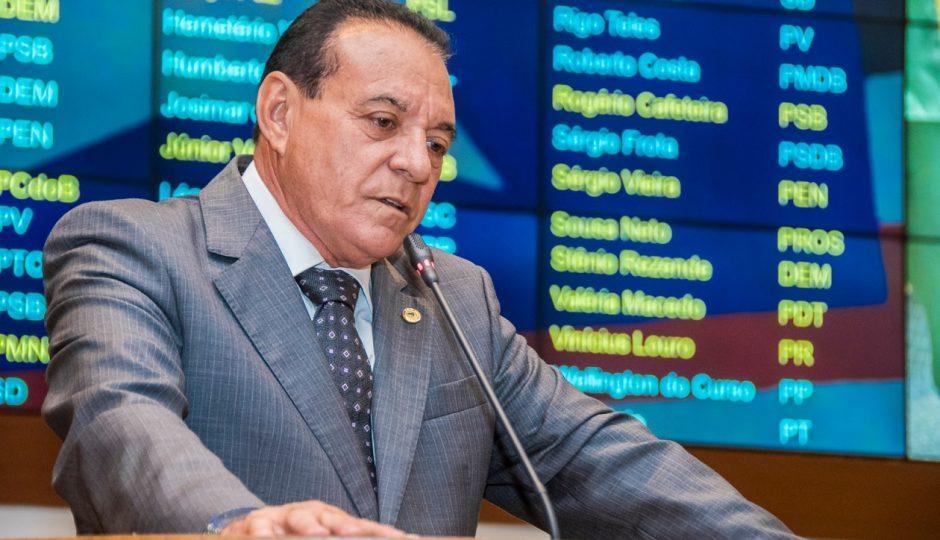 Comunista de conveniência, Cutrim reclama de má tratamento pelo Palácio