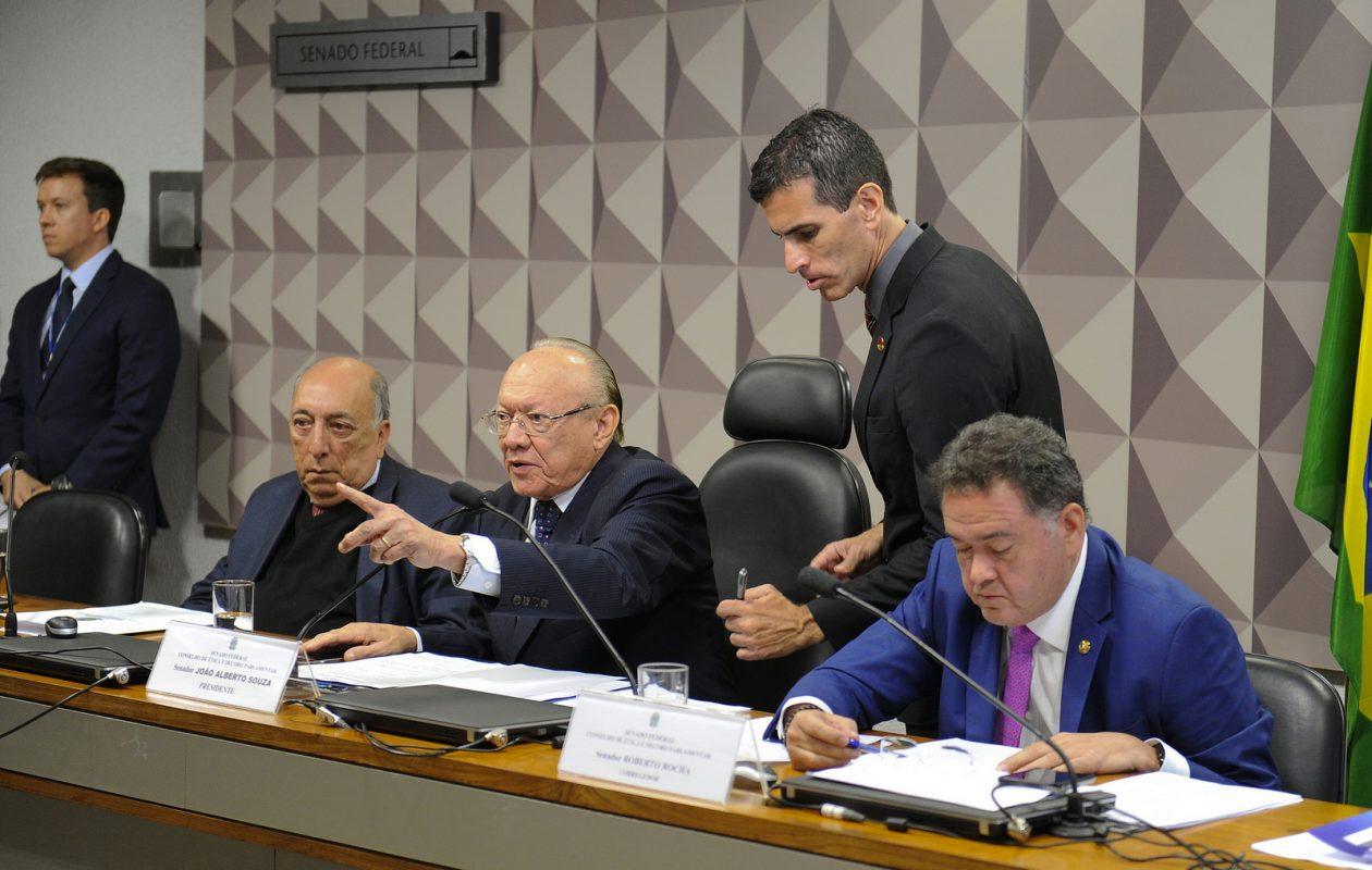 Conselho mantém arquivamento de pedido de cassação de Aécio Neves