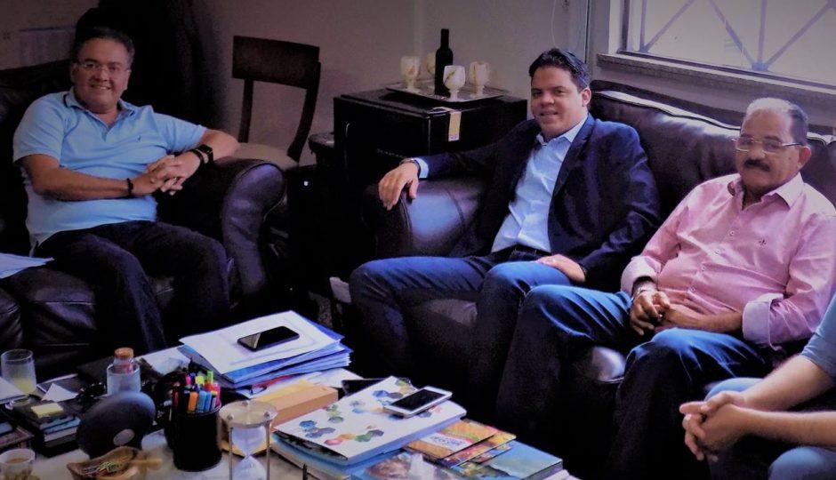 Luciano garante obras para Pinheiro em encontro com Roberto Rocha