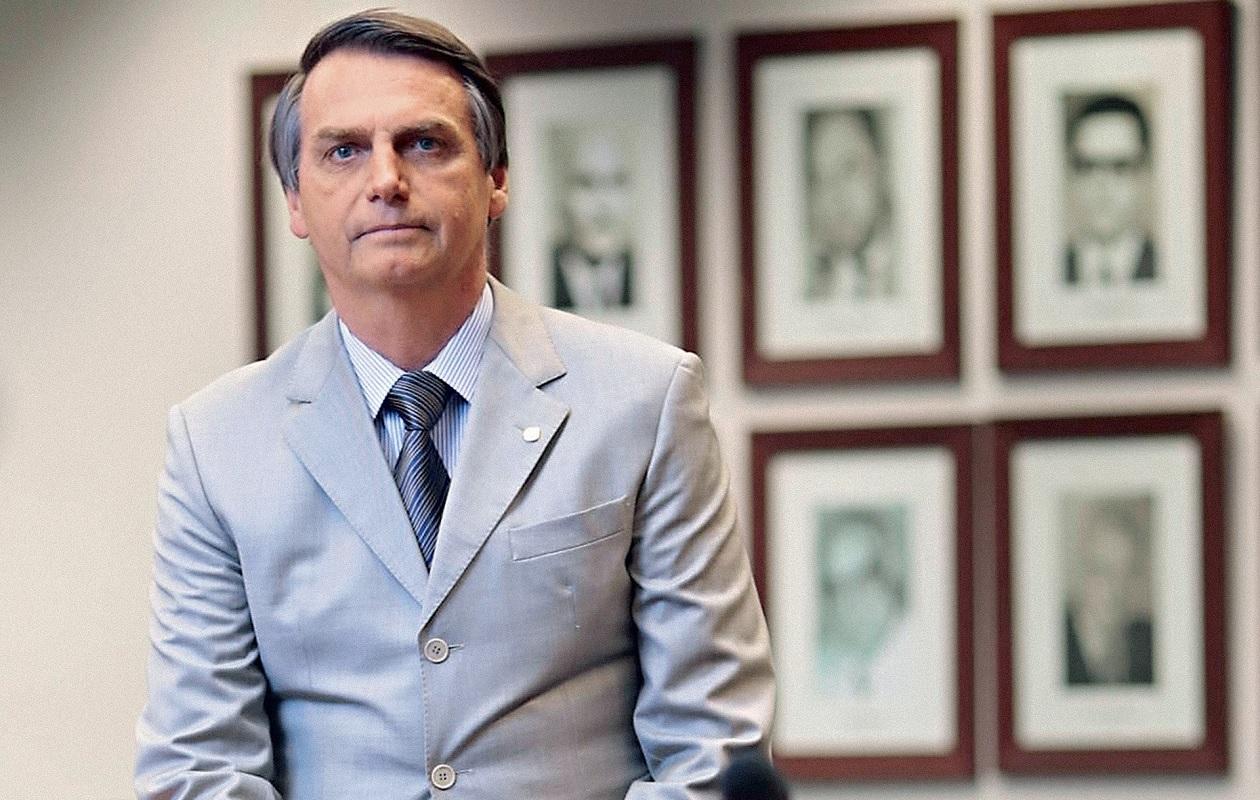 Bolsonaro desembarca em São Luís para ato de pré-campanha com Maura Jorge