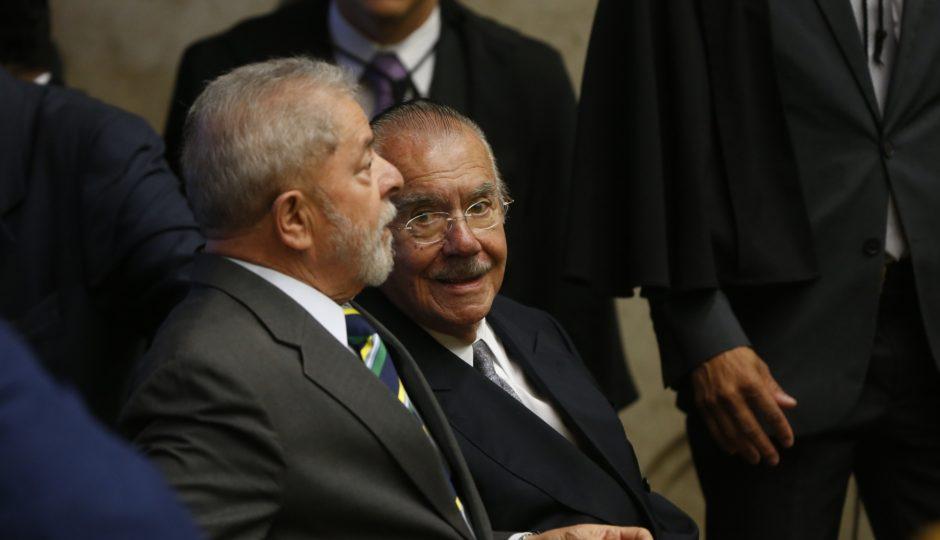 """Lula compara José Sarney a um """"tubarãozinho manso"""""""