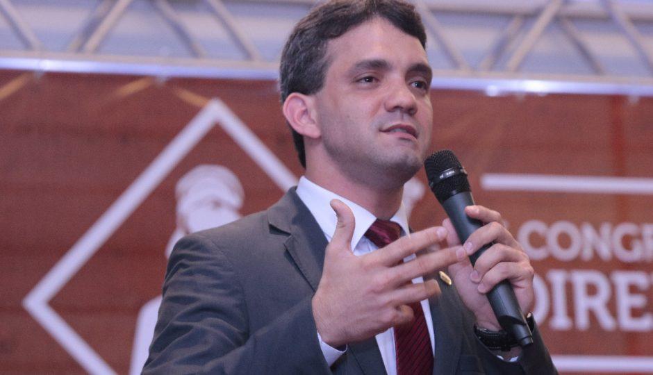 Postulante a deputado, Thiago Diaz evita confronto com Flávio Dino