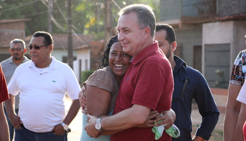 Luis Fernando vistoria obras na Estrada da Mata e Panaquatira