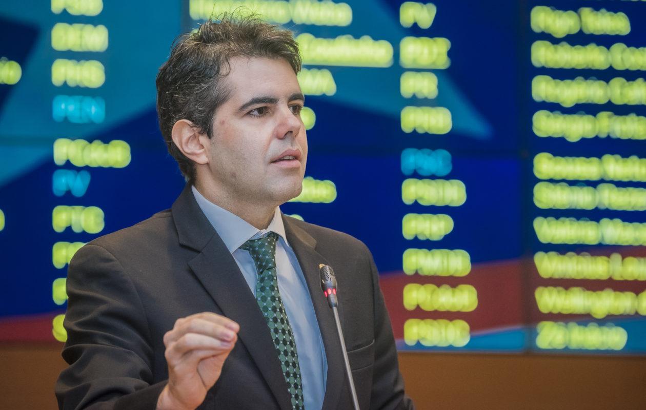 """""""Escândalo na PM é culpa do comandante-chefe, que é Flávio Dino"""", diz Adriano"""