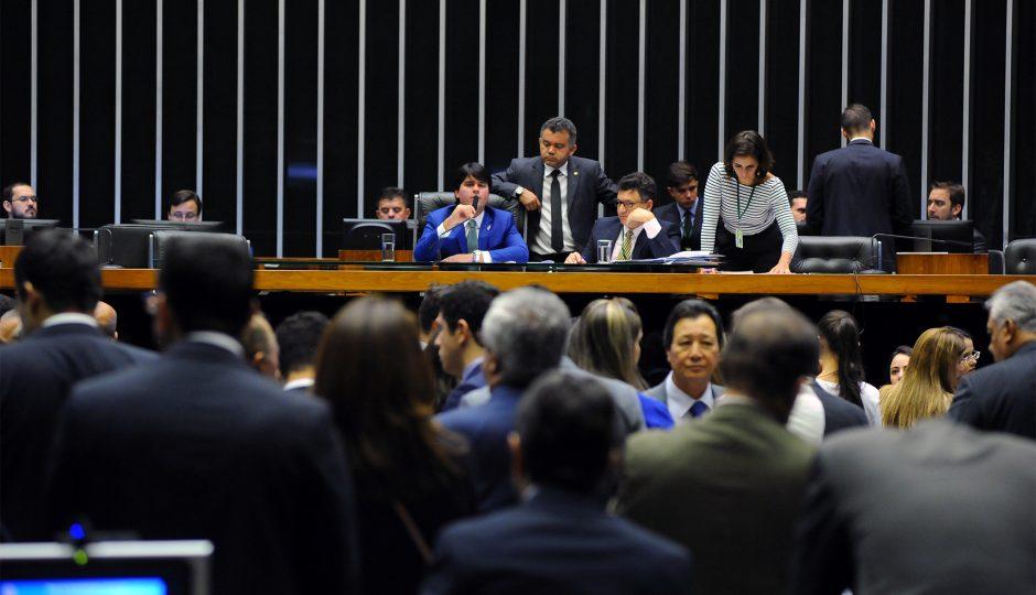 Câmara aprova fim das coligações e criação de cláusula de barreira