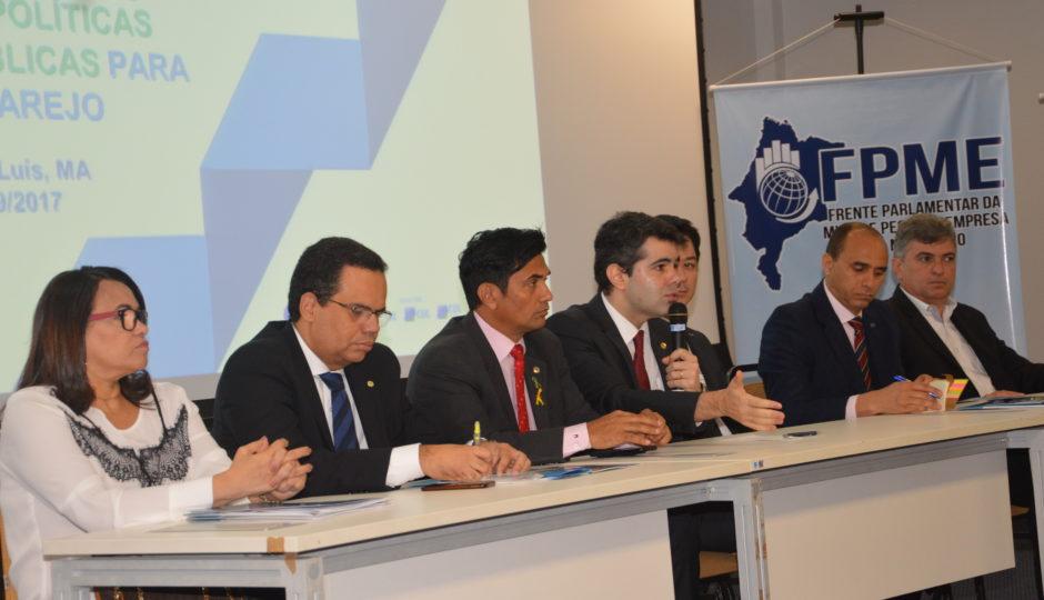 Empresários e parlamentares discutem formas de aquecer as vendas no comércio varejista
