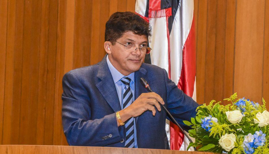 Marcos Caldas quer registro e porte de arma para deputados e ex-deputados