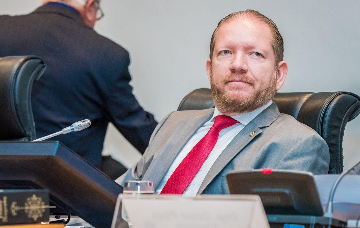 Pleno do TJ-MA julga amanhã ação penal contra Othelino Neto