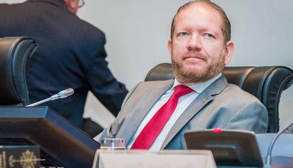 TJ-MA decide hoje se condena Othelino Neto à prisão ou arquiva processo