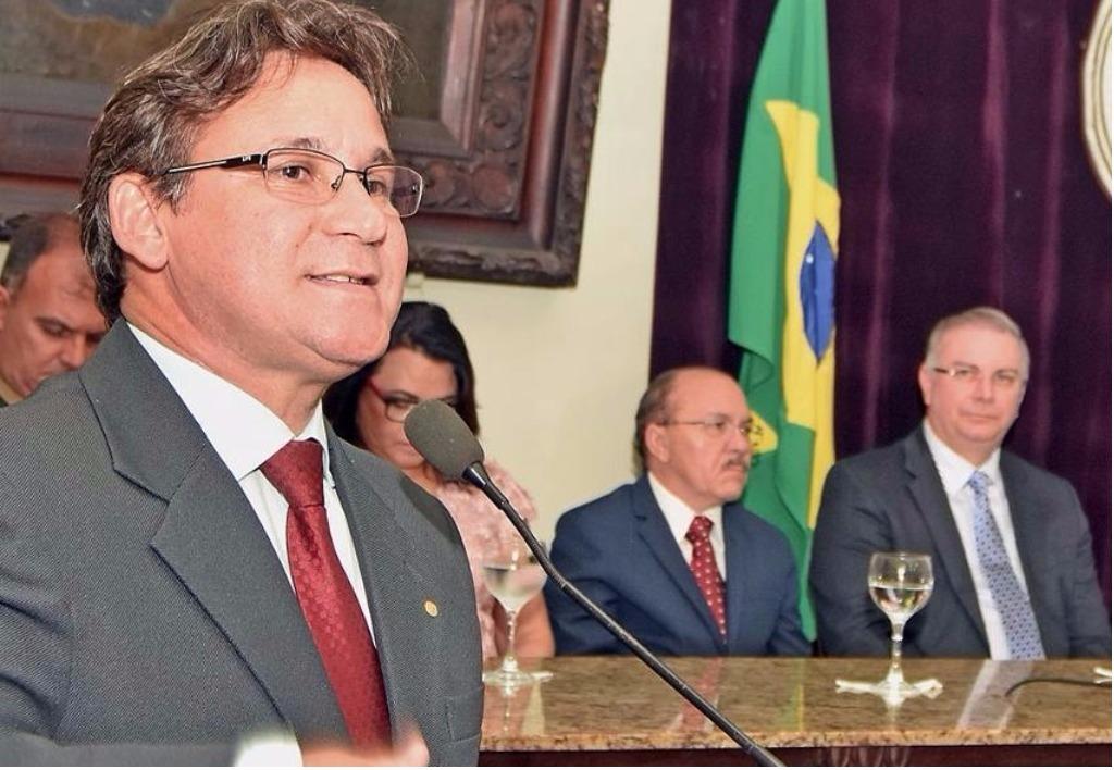 Promotoria instaura inquérito sobre acumulo de cargos de Júlio Pinheiro