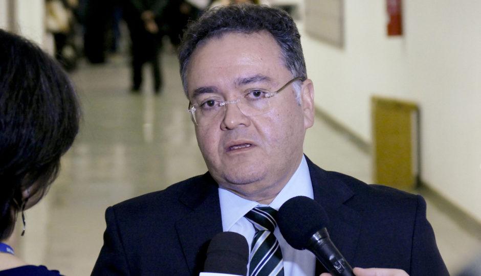 """Roberto Rocha faz apelo a Dino: """"não atrapalhe os senadores e a Codevasf"""""""