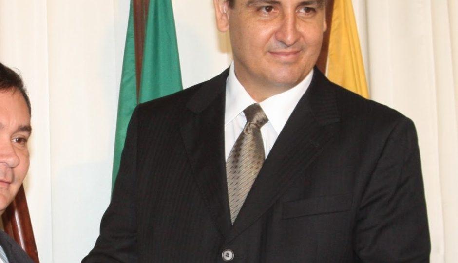 Ligado a Sarney, Fernando Segóvia assume a direção da PF