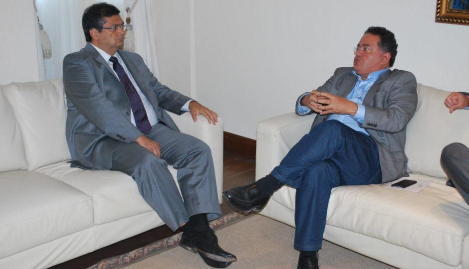 Roberto Rocha comete gafe em insinuação de recebimento de propina por Flávio Dino
