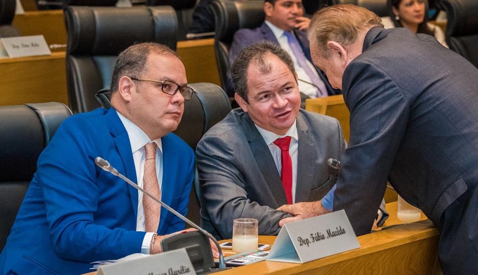 Governistas barram moção de aplausos à PF pela Operação Pegadores