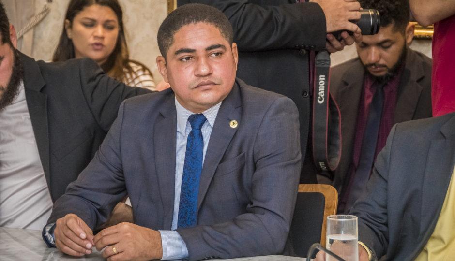 Zé Inácio e Levi manobram contra moção de aplausos à PF pela Pegadores
