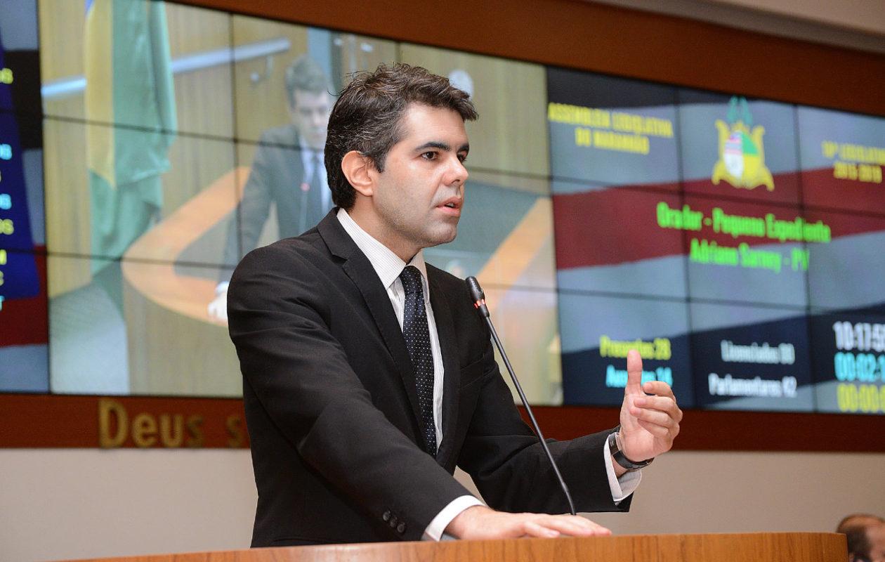 Adriano alerta sobre golpe do governo em manifestações culturais do MA