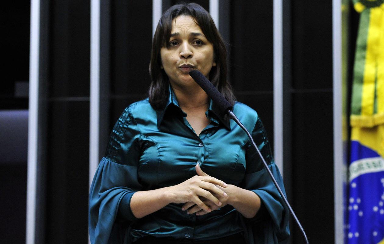 Eliziane constrange deputados estaduais em discurso pró-Dino