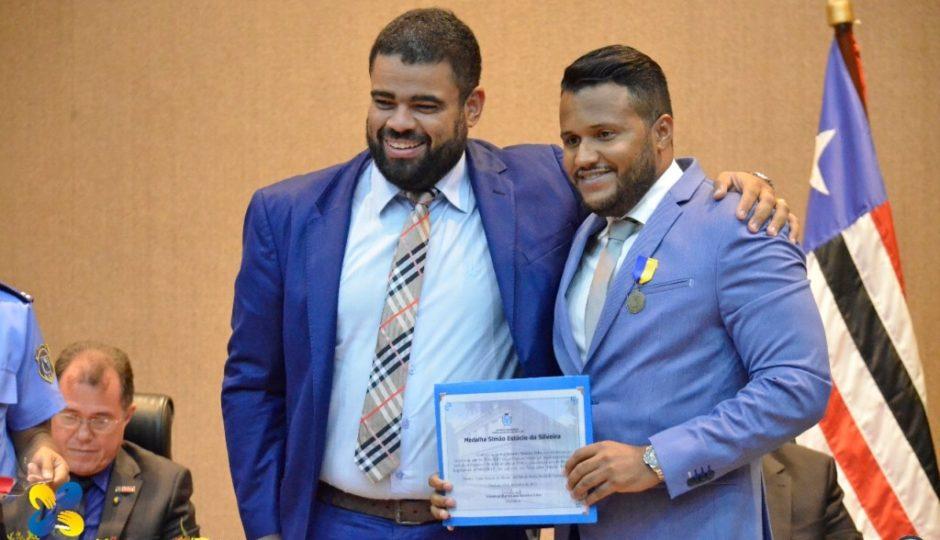 Câmara condecora jornalistas e blogueiros com medalha de mérito