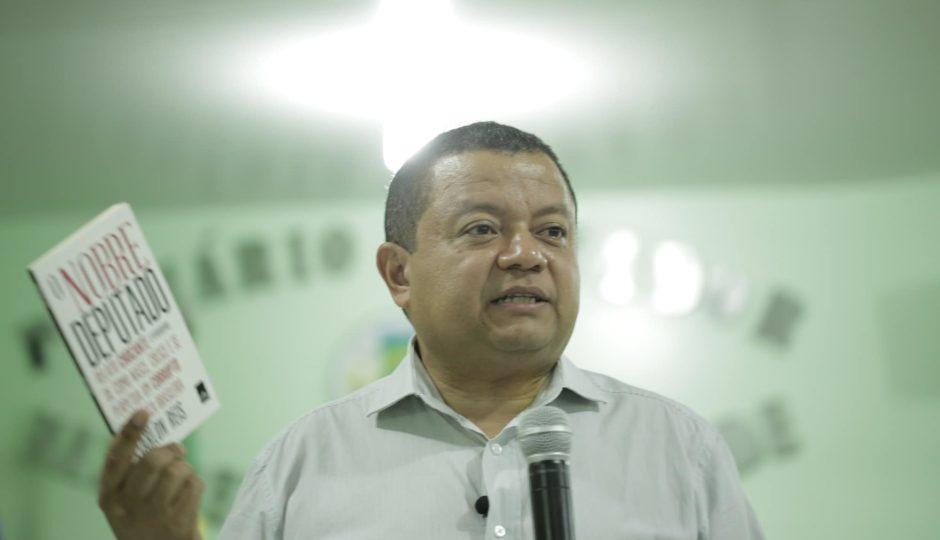 "Márlon Reis sobre troca do PMDB para MDB: ""Alguém roubou o P?"""