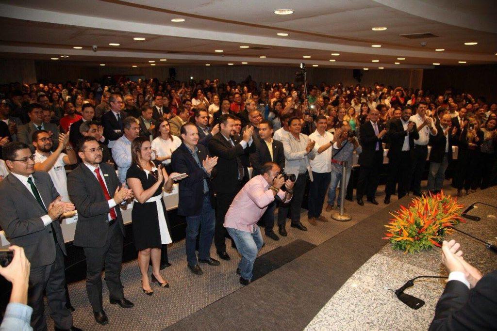 Representantes do Governo do Maranhão deixaram o expediente de trabalho para ovacionar Flávio Dino em evento de autopromoção do comunista em pleno ano eleitoral