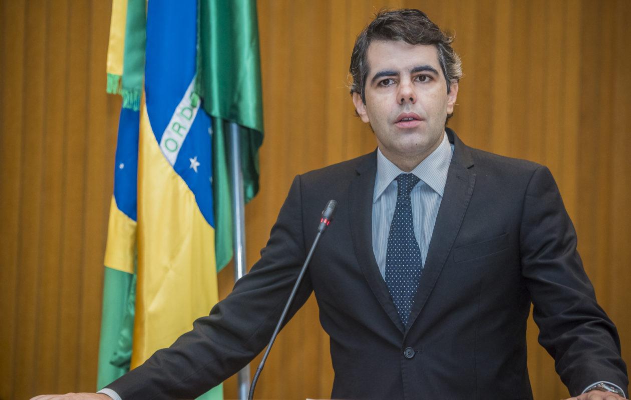 Adriano questiona novo empréstimo de R$ 500 milhões do governo Dino