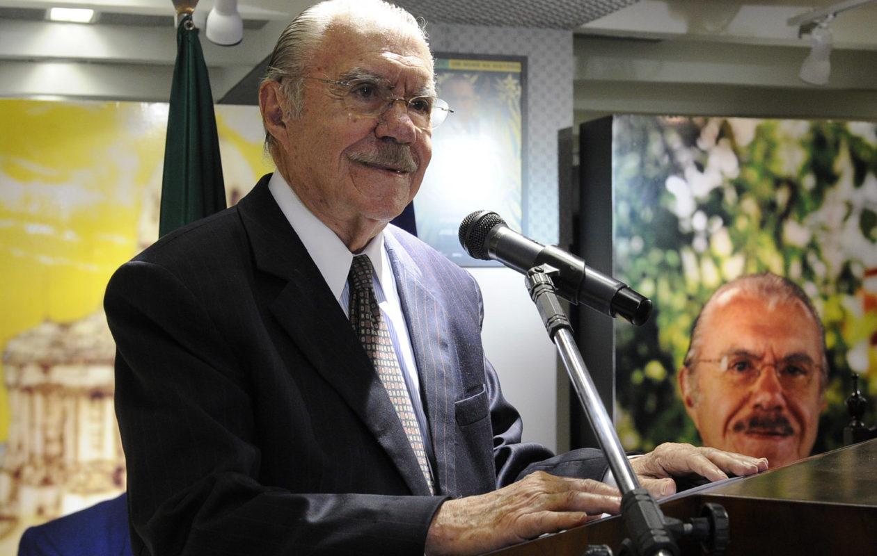 Sarney transfere título de eleitor para o MA e assume coordenação de Roseana