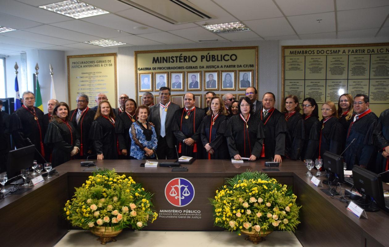 Medalha a Dino levou MP para dentro disputa eleitoral, diz Abdon Marinho