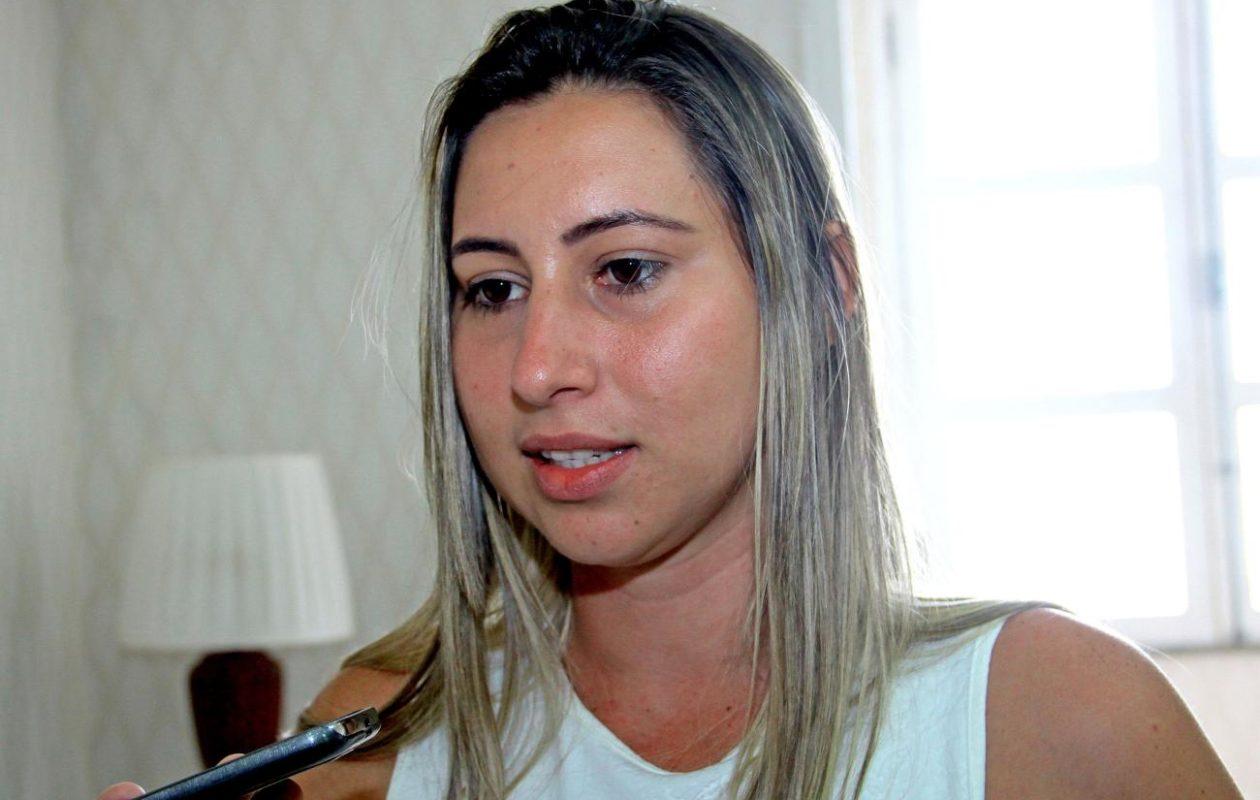 Promotoria abre inquérito para investigar compra de caixões por Talita Laci