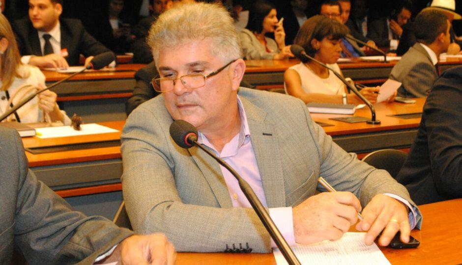 Promotoria aciona Carlinhos Barros por licitação de R$ 10,6 milhões