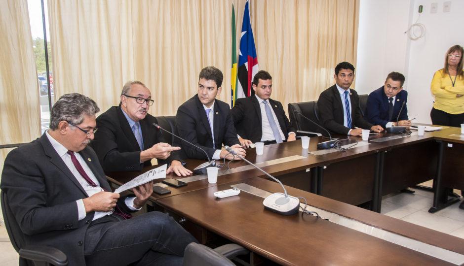 César Pires propõe emenda à MP de Dino sobre reajuste aos professores