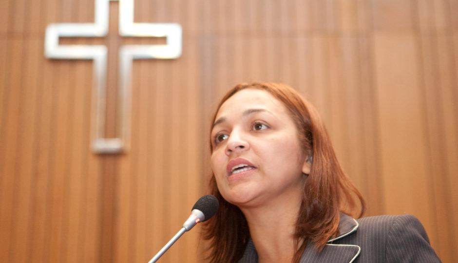 """Eliziane sobre jornalista que denunciou agressão de seu atual marido: """"anônima"""""""