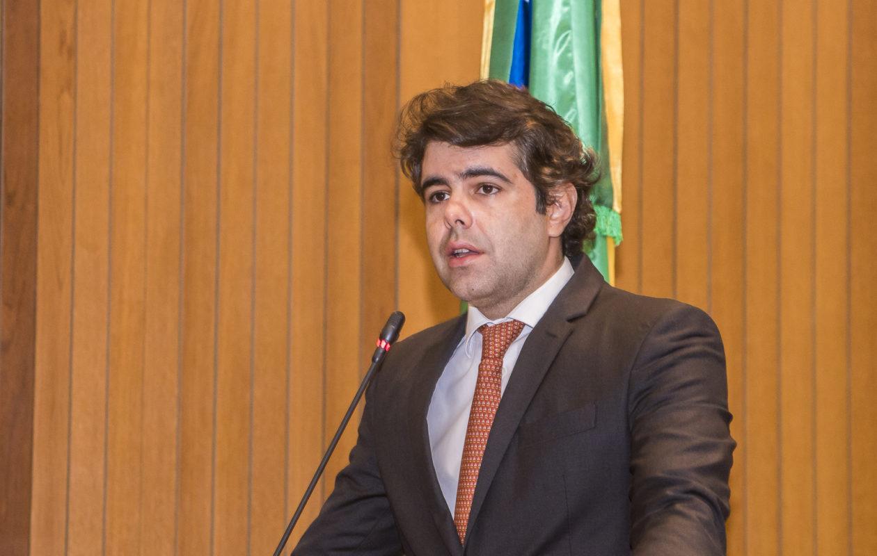 Adriano exige a devolução de veículos apreendidos pelo governo Flávio Dino