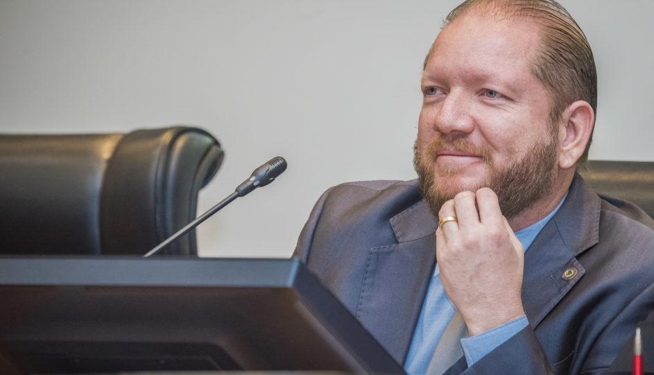 Deputados aprovam antecipação da eleição para Mesa Diretora da Alema