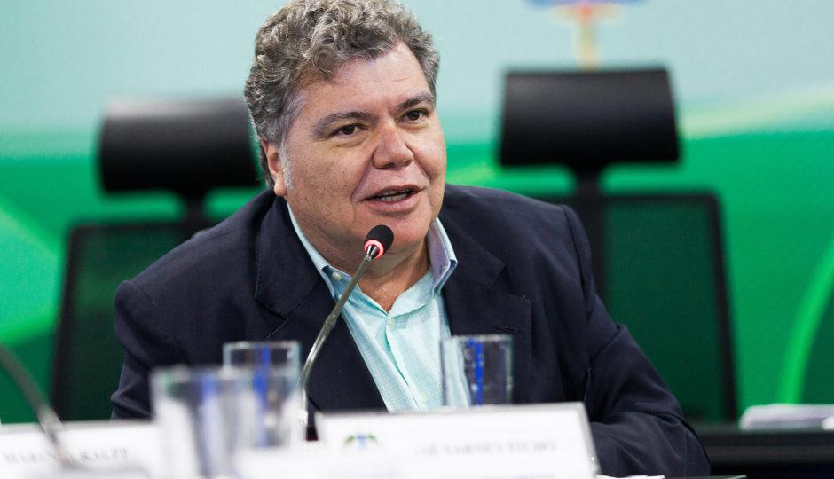 Sarney Filho defende redução do ICMS sobre os combustíveis