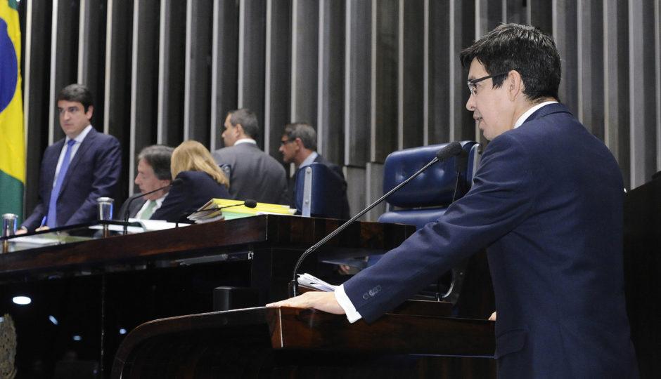 Senadores propõem teto de 18% para ICMS de gasolina e 7% sobre diesel nos Estados