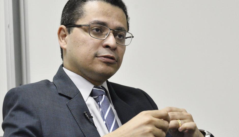 Sem citar nomes, Carlos Lula ataca críticos à falta de transparência sobre leitos de UTI
