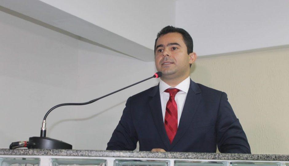 Promotoria abre inquérito para apurar sinecuras na gestão Eric Costa