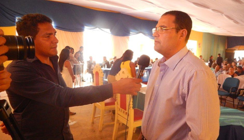 Justiça dá 180 dias para André Dourado corrigir irregularidades na saúde