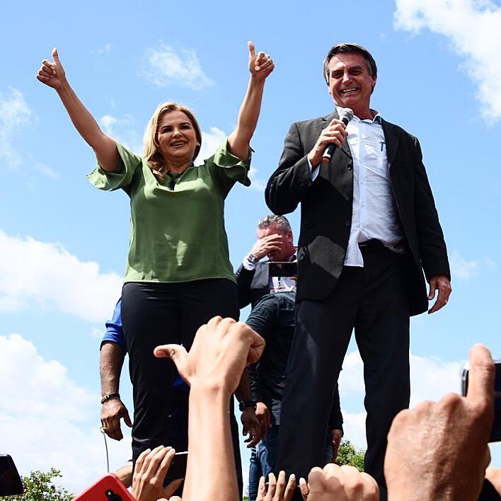 Jair Bolsonaro apoia uma mulher para tirar do poder o único governador comunista do Brasil