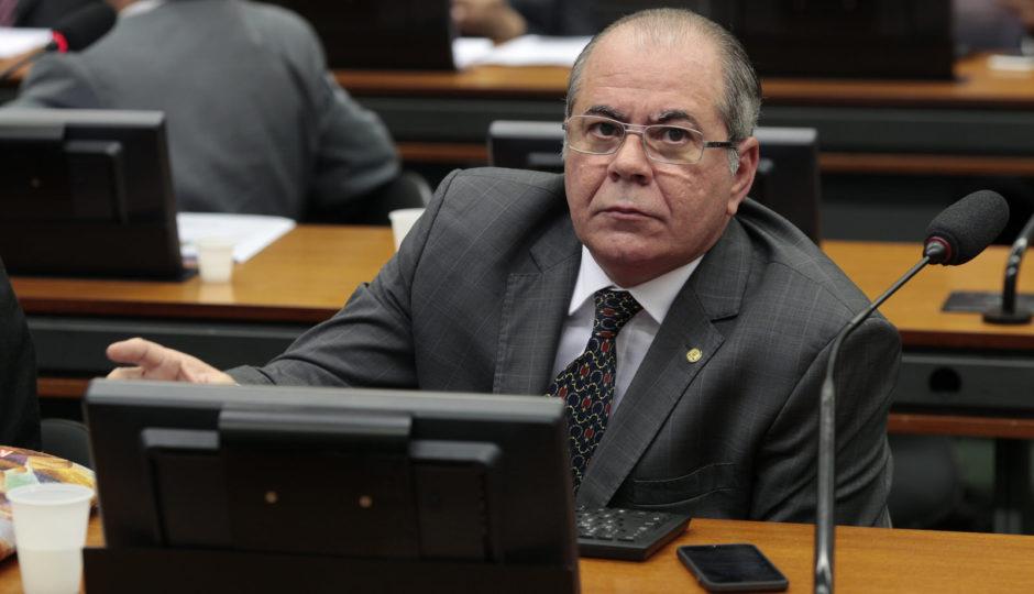 Hildo Rocha quer sustar norma criada para diminuir número de obras paradas