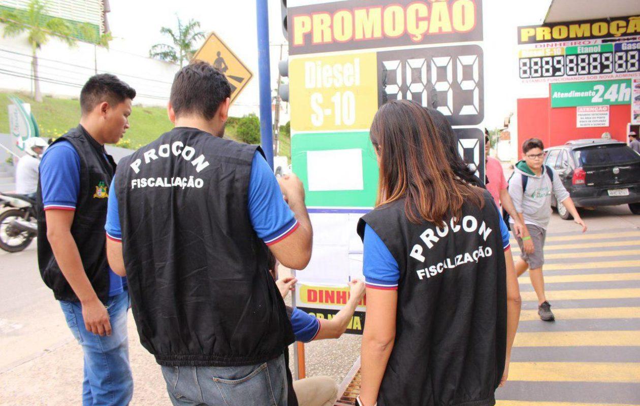 Procon notifica distribuidoras para que reduzam preço dos combustíveis