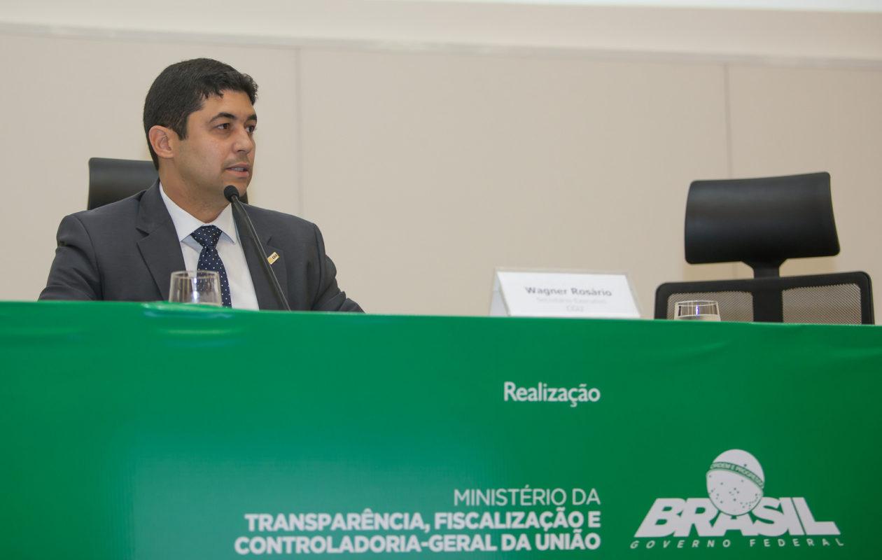 Bolsonaro anuncia que vai manter Wagner Rosário como ministro da CGU