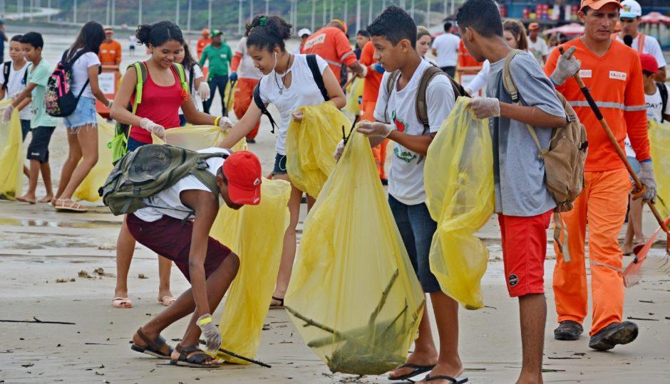 Prefeitura recolhe 37 toneladas de resíduos descartados irregularmente em praias